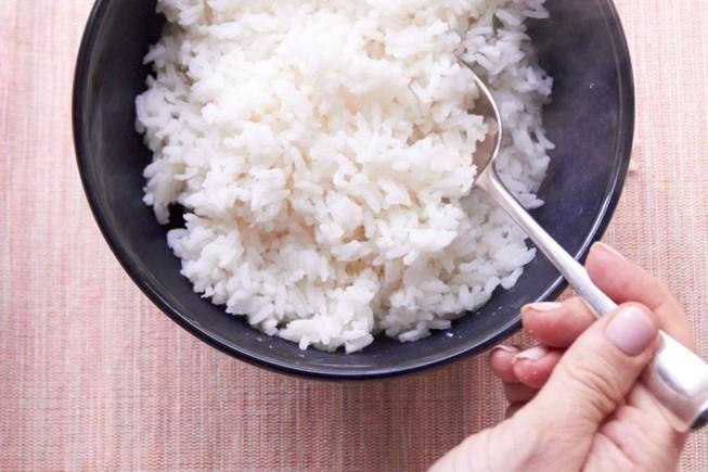 Vì sao chỉ ăn cơm trắng, không ăn rau lại gây mập?