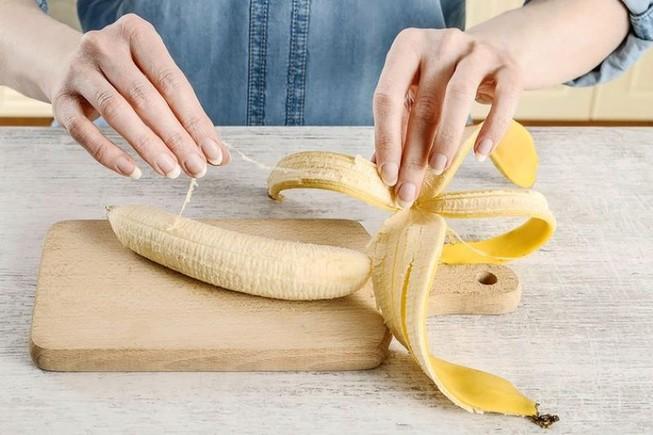 Nhiều người thường bỏ chất dinh dưỡng quan trọng khi ăn chuối