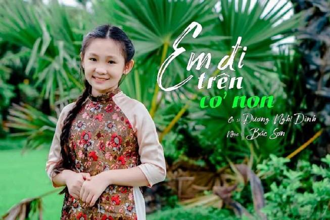 Ngọc nữ dân ca nhí Dương Nghi Đình hát hit của Cẩm Ly