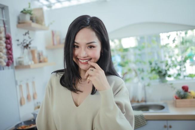 Miu Lê siêu đáng yêu bên cạnh bạn diễn cho hit mới
