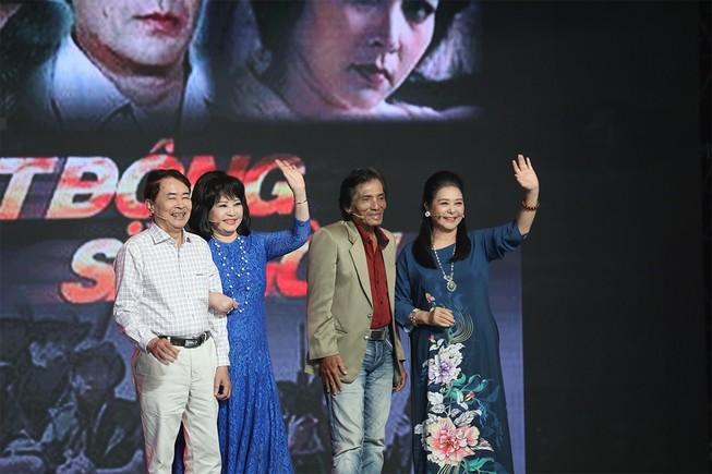Sau 33 năm dàn diễn viên Biệt động Sài Gòn gặp ở Ký ức vui vẻ