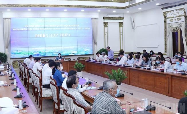Phiên họp thứ nhất của Ủy ban bầu cử ĐBQH khóa XV và Đại biểu HĐND TP.HCM nhiệm kỳ 2021-2026. Ảnh: Web Thành ủy TP.HCM