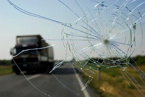 3 thanh niên rủ nhau ném đá nhiều ô tô ở Trảng Bom