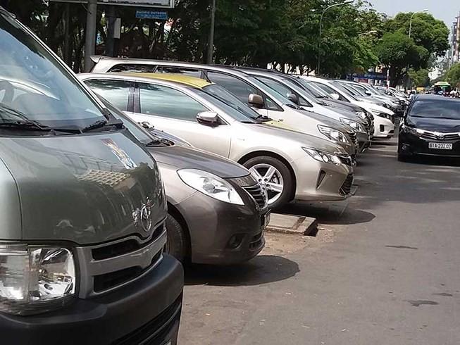 TP.HCM lùi thời gian thu phí đậu xe lòng lề đường