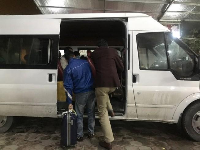 """Dẹp """"xe dù, bến cóc"""" tung hoành tại sân bay Nội Bài"""