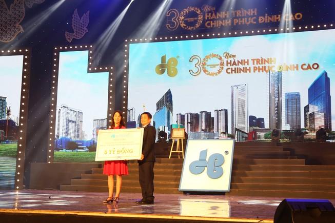 Chủ tịch Tập đoàn Hòa Bình góp 126 tỉ vào quỹ từ thiện
