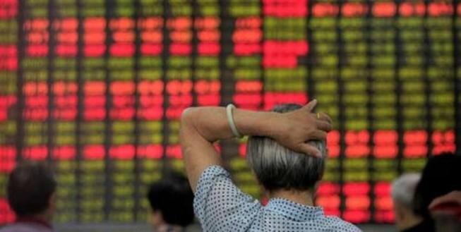 Nhà đầu tư 'tháo chạy' trong phiên giao dịch cuối tuần