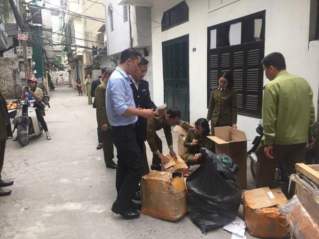 Bắt quả tang nhân viên cắt mác Trung Quốc, gắn mác nổi tiếng