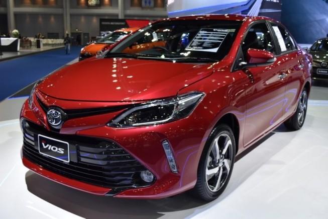 Hàng loạt mẫu xe giảm giá, khuyến mãi tới 100 triệu đồng