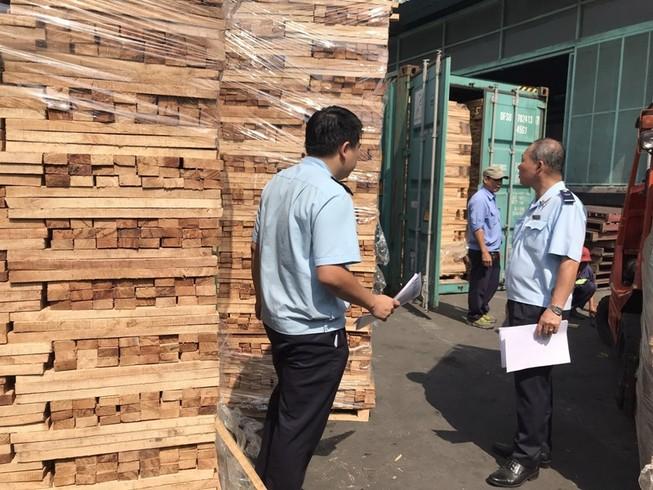 Bắt giữ lô hàng gỗ cao su trốn thuế giá trị 11 tỉ đồng