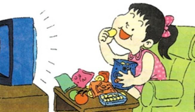 Thực hư thông tin vừa ăn vừa xem ti vi hại dạ dày
