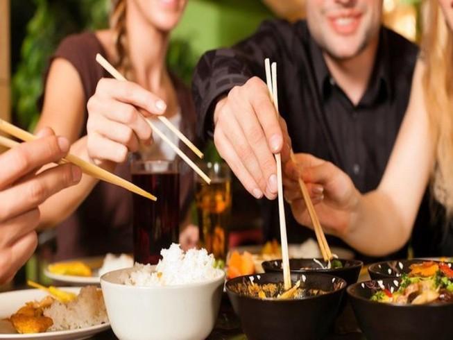 Những dấu hiệu bạn nên thay đũa ăn mới cho gia đình