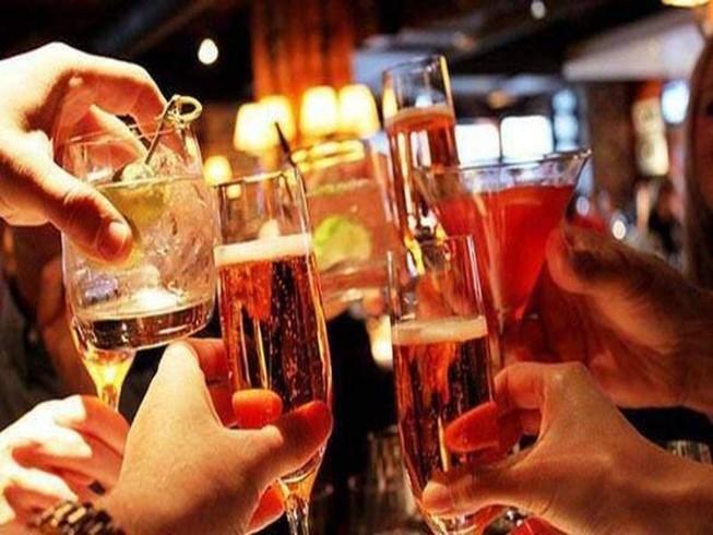 Uống bia có đỡ gây hại cho sức khỏe hơn uống rượu?
