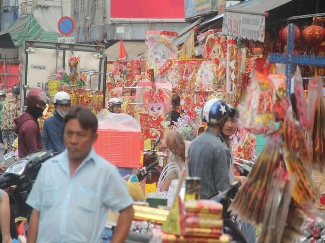 Con đường sực nức mùi tết ở Sài Gòn