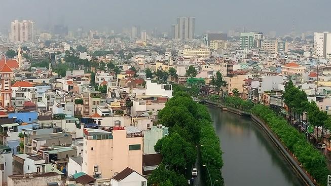 Người Sài Gòn nhẹ nhõm đón cơn mưa quý hơn vàng