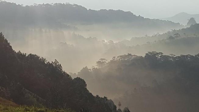 Thi thể phượt thủ đã được đưa lên đỉnh thác Lao Phào