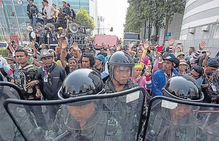 Chiến dịch đóng cửa Bangkok: Đảng đối lập mở màn cuộc chiến pháp lý
