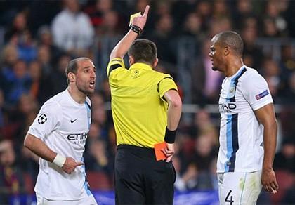 Trọng tài sai nhưng cầu thủ Man City cũng không đúng