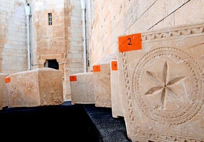 Những chiếc hộp mai táng 2.000 năm tuổi
