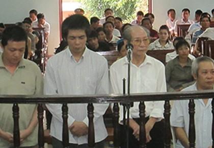 Đề nghị 49 đến 53 năm tù cho nhóm lừa bán thiên thạch giả