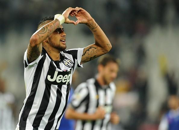 Vidal giúp Juventus đi vào lịch sử Serie A