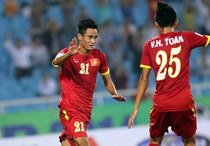 Việt Nam 3-0 Lào: Mở toang cửa vào bán kết