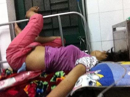 Bệnh nhân cấp cứu đau quằn quại, kêu bác sĩ cả đêm không tới