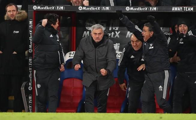 Mourinho bị FA điều tra vì quá tức giận