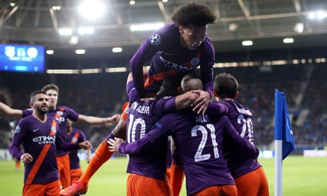 Man City thắng nghẹt thở phút cuối, MU chưa thoát khủng hoảng