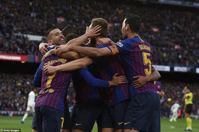 Suarez lập hat-trick, Barcelona 'nhấn chìm' Real Madrid