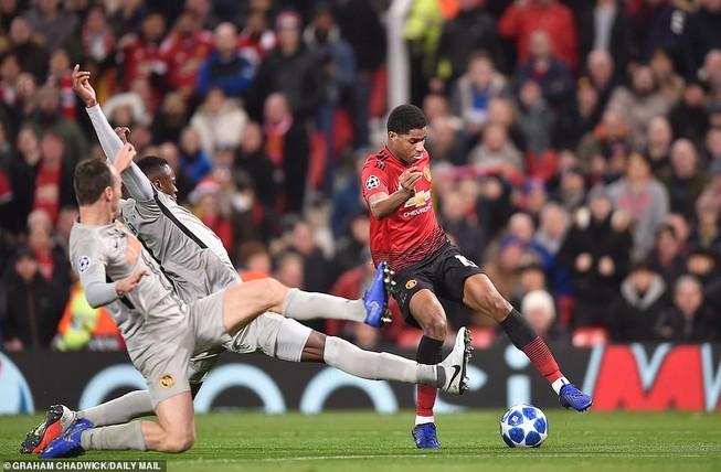 Real Madrid thắng thuyết phục, Man United may mắn vượt cửa hẹp