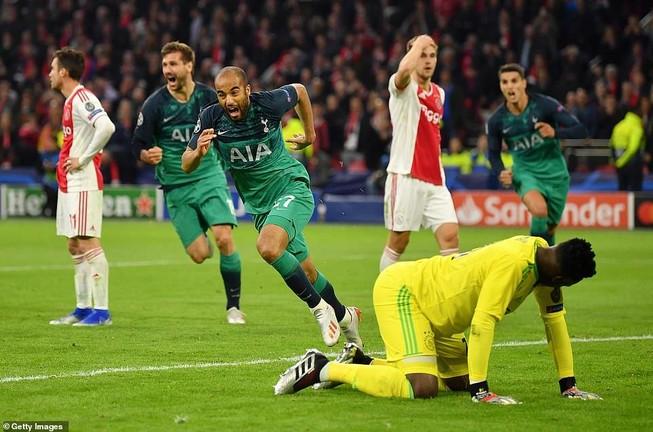 Moura lập hat-trick, Tottenham ngược dòng khó tin loại Ajax
