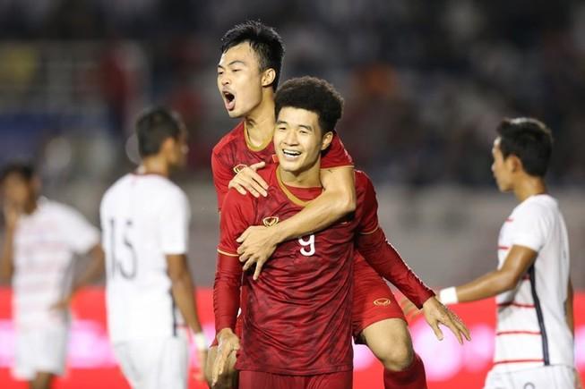 Thắng dễ Campuchia, Việt Nam vào chung kết tái đấu Indonesia