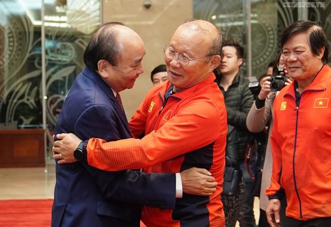 Hai đội tuyển VN dự lễ mừng công của Thủ tướng