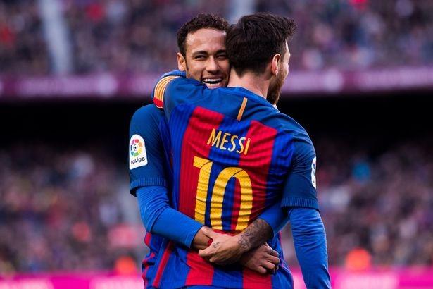 Sau Ronaldo, PSG liên hệ với cha của… Messi