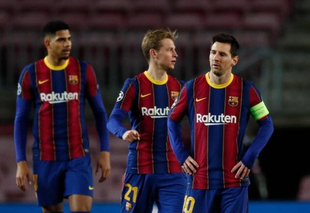 Thời gian qua, Barcelona đối mặt với nguy cơ phá sản vì tình hình tài chính ảm đạm. ẢNH: REUTERS