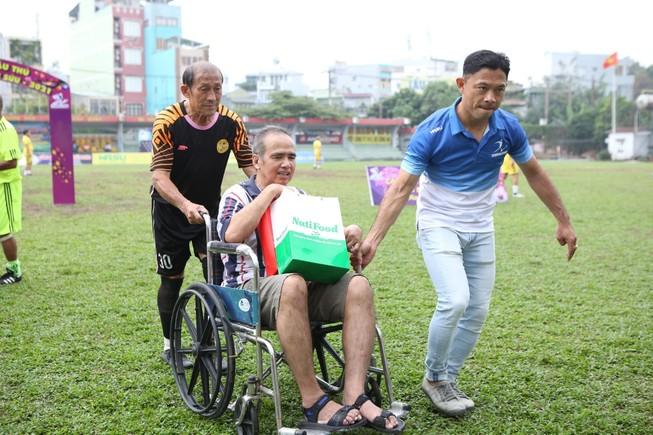 Clip Xuân yêu thương đến với cựu cầu thủ vang bóng một thời