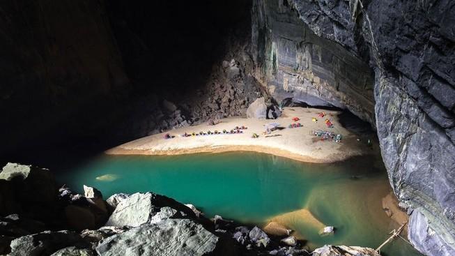 Lễ 30-4: Tour độc lạ vào hang, băng rừng, leo núi... đắt khách