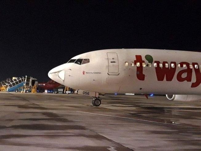 Máy bay của Hàn Quốc hạ cánh khẩn tại Tân Sơn Nhất