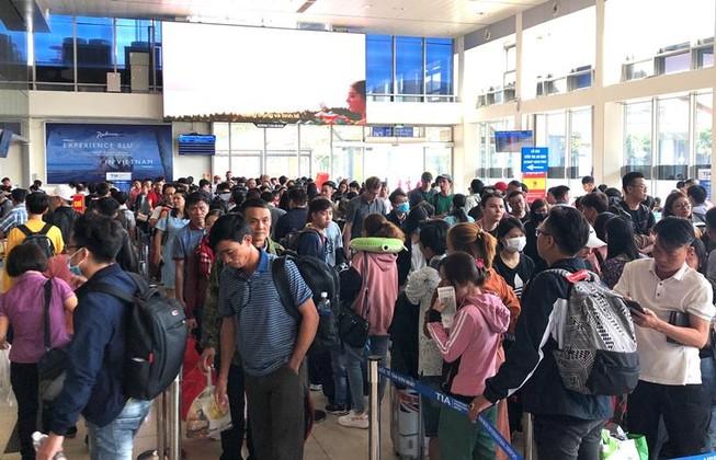 Sân bay Tân Sơn Nhất đạt kỷ lục gần 1.000 chuyến bay/ngày