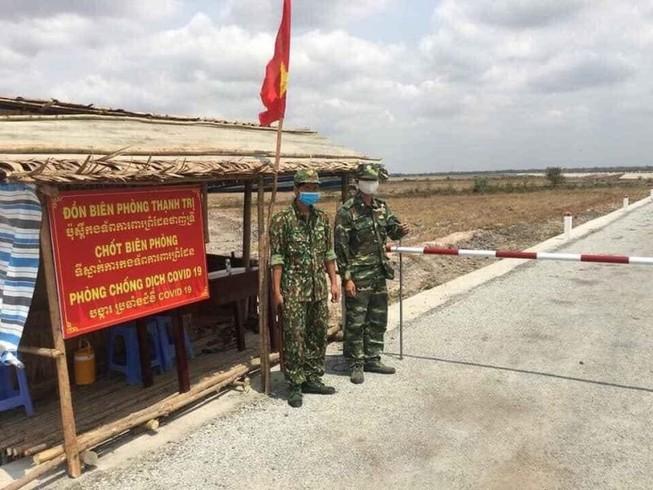 Lính quân hàm xanh căng mình chống dịch tuyến đầu biên giới