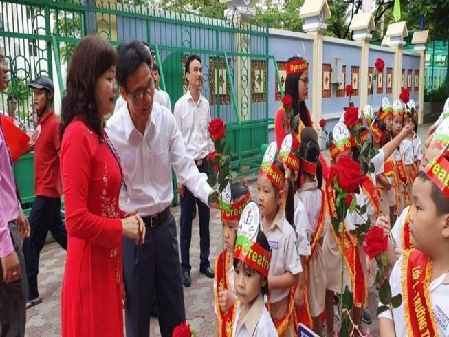 Phó Thủ tướng Vũ Đức Đam dự lễ khai giảng tại trường Tiểu học Lê Văn Tám (quận 7). Ảnh: Giaoducthoidai