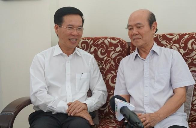 Ông Võ Văn Thưởng chúc tết NSND Đinh Bằng Phi, GS Lê Ngọc Trà