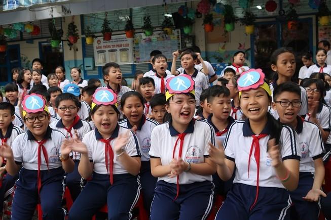 Học sinh trường Tiểu học Nguyễn Thị Minh Khai, quận Gò Vấp trong một hoạt động ngoại khóa