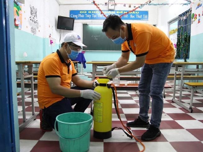 Trường học tổng vệ sinh, sát khuẩn trước khi đón học sinh đi học trở lại