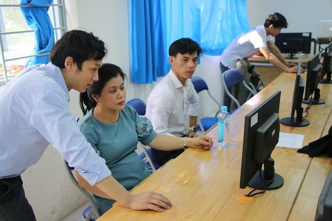 Trong thời gian nghỉ học, phương pháp dạy online được nhiều trường áp dụng