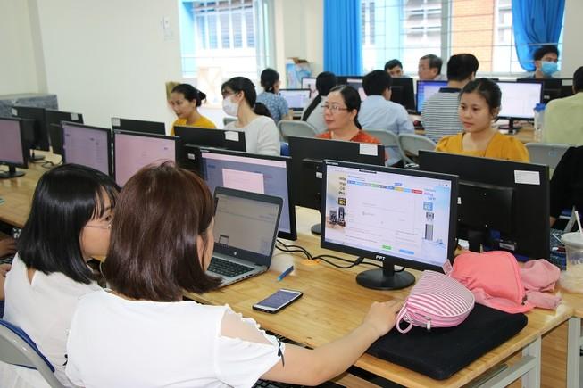 Sở GD&ĐT TP.HCM lấy ý kiến phụ huynh về việc đi học lại