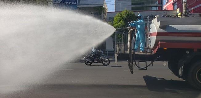 1 tấn thuốc sát khuẩn được phun tại TP Phan Thiết