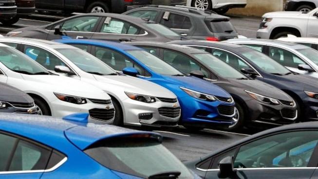 Lượng ô tô nhập khẩu bất ngờ giảm mạnh