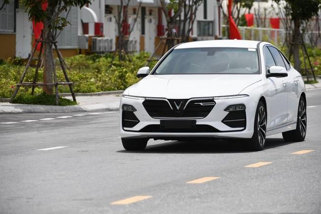 VinFast duy trì ưu đãi về giá cho ô tô Lux và Fadil